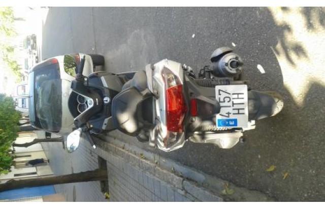 vendo una scooters y esta nueva es una SYM joymax gts 125cc