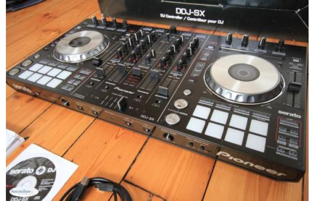 Vendo Pioneer CDJ-Tour1,Pioneer DDJ RZX,Pioneer CDJ-2000NXS2,Numark NS7 II
