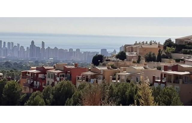 Parcela Urbana de 670m2 con vistas al mar